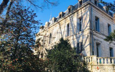 CHATEAU DU XIXe SIECLE A L'OREE D'UN VILLAGE PROVENCAL